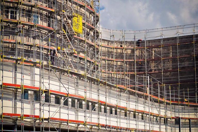 Rusztowania do prac budowlanych na wysokościach