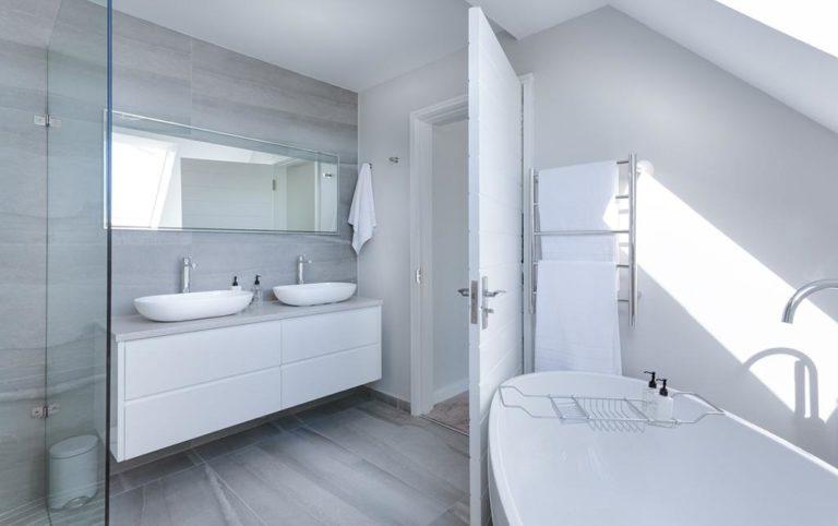 Dlaczego warto kupić dobry odpływ liniowy do łazienki?